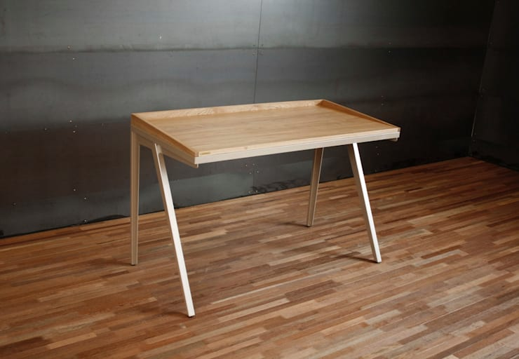 Steel leg desk for Samsung: JSUT FURNITURE의  서재/사무실