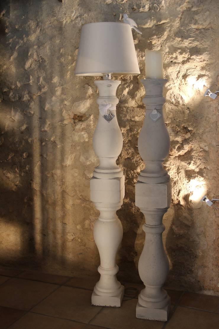 LAMPE OU BOUGEOIR EN BETON XXL : Maison de style  par Du Côté de l'Atelier