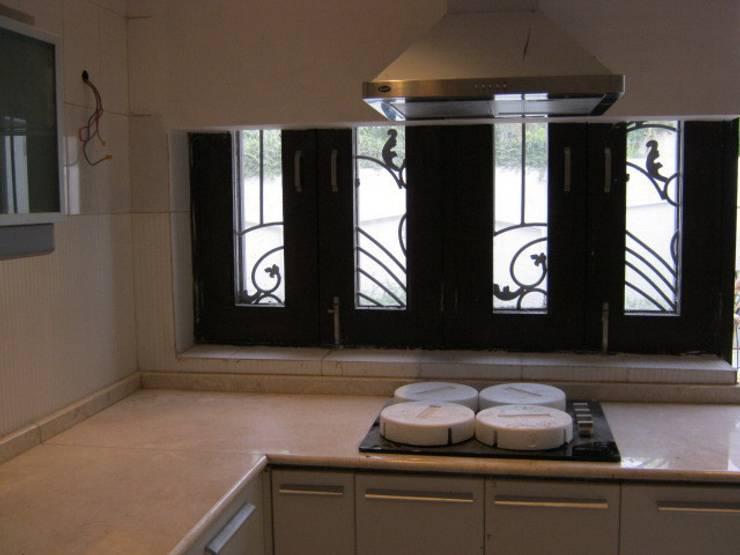 Luxury Villa:  Houses by DESIGN5