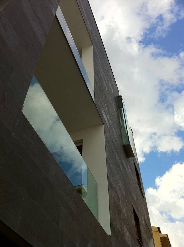 Edificio residenziale BRANCACCI:  in stile  di Alessandro Luigini ARCHITETTO,