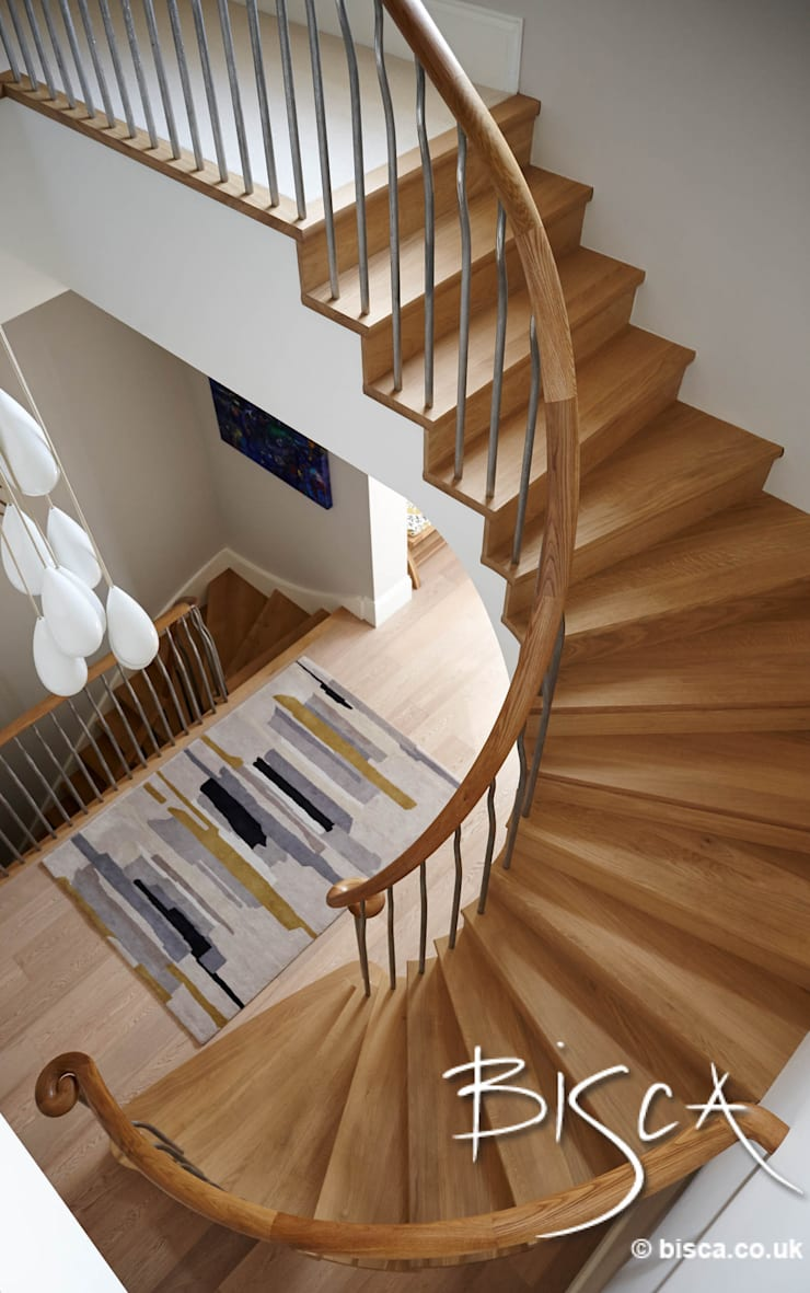 New Semi-helix of oak and forged steel:  Corridor & hallway by Bisca Staircases