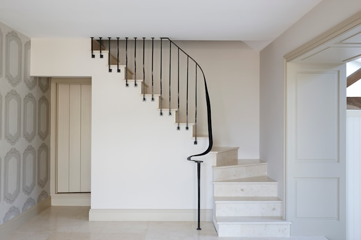 Barn conversion staircase 4211:  Corridor & hallway by Bisca Staircases