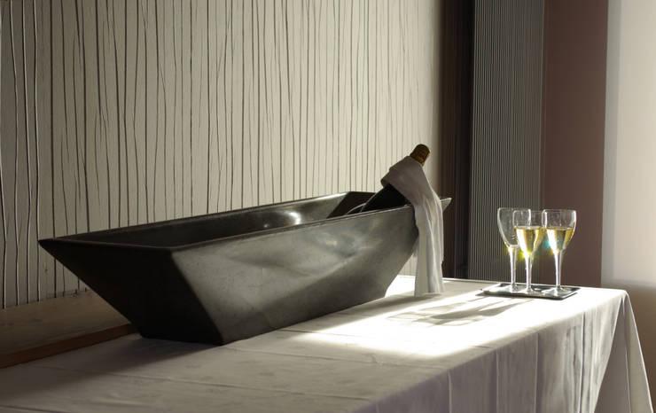 """VASE de la collection """"Diamant"""": Salon de style  par KING KONG CONCRETE FURNITURE"""
