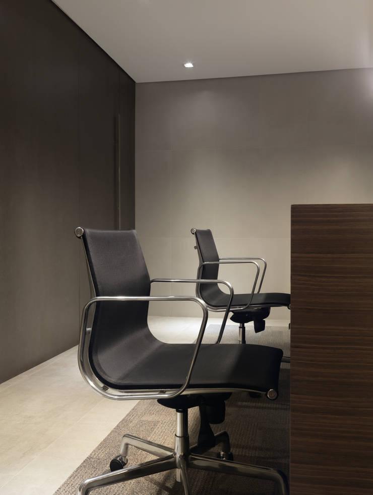 Fábrica Portobello – Sala da Diretoria: Edifícios comerciais  por MarchettiBonetti+