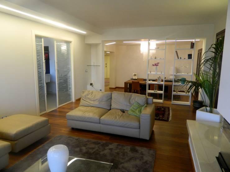 Seby House:  in stile  di ATRE HOME, Moderno