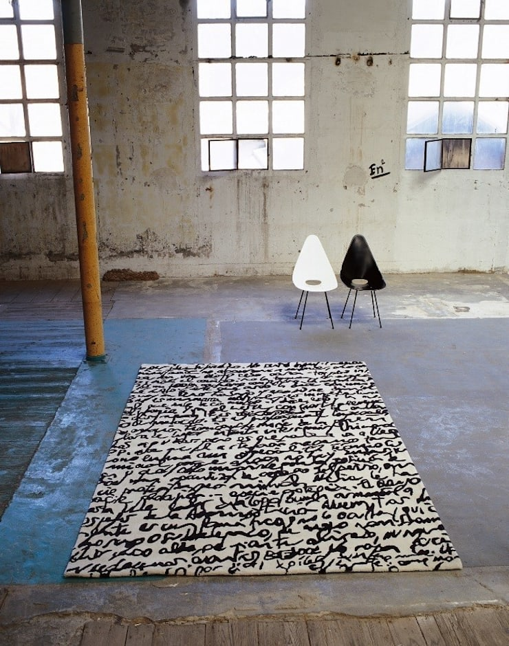 Alfombra Manuscrit Nani Marquina: Paredes y suelos de estilo  de Paco Escrivá Muebles