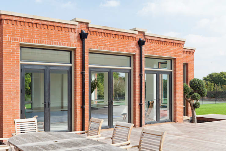 POOL ROOM WITH THERMABRONZE WINDOWS AND DOUBLE CLAD BRONZE DOORS:  Windows & doors  by Architectural Bronze Ltd