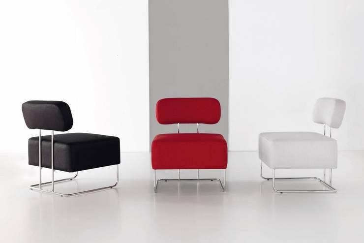 Sillón Moderno Enzoli: Salones de estilo  de Ámbar Muebles