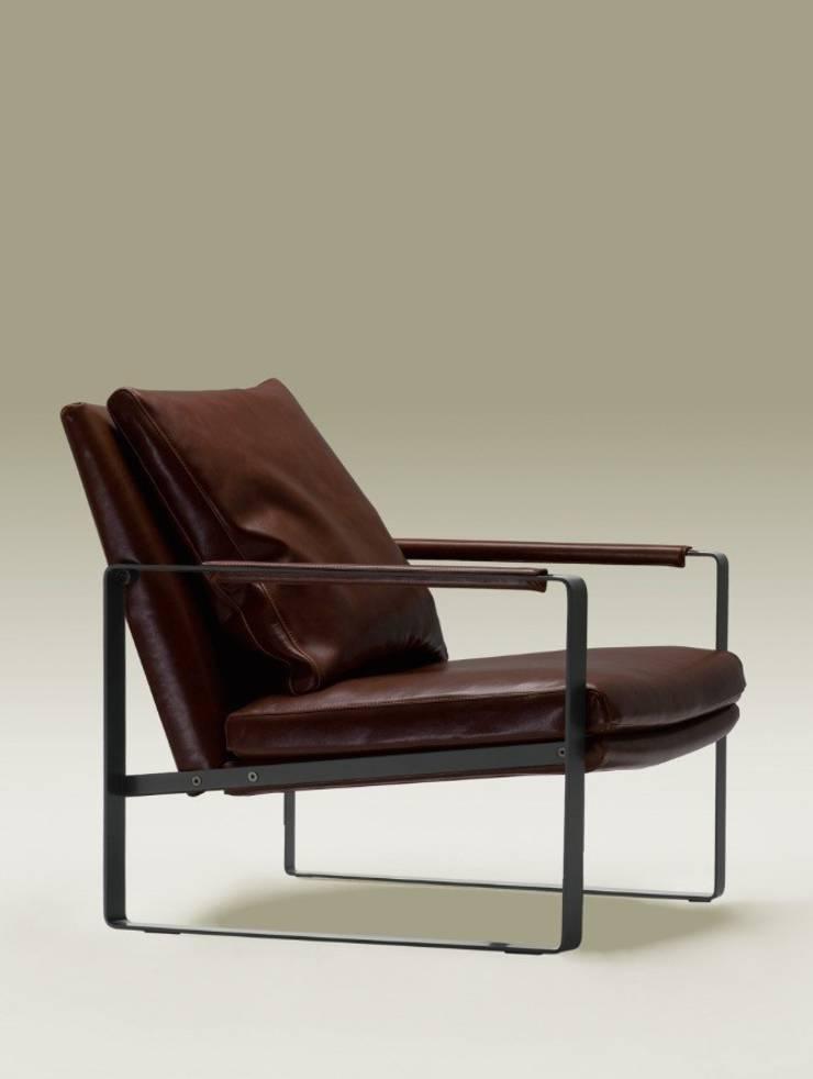 Butaca De Diseño Moderno Leman: Salones de estilo  de Ámbar Muebles