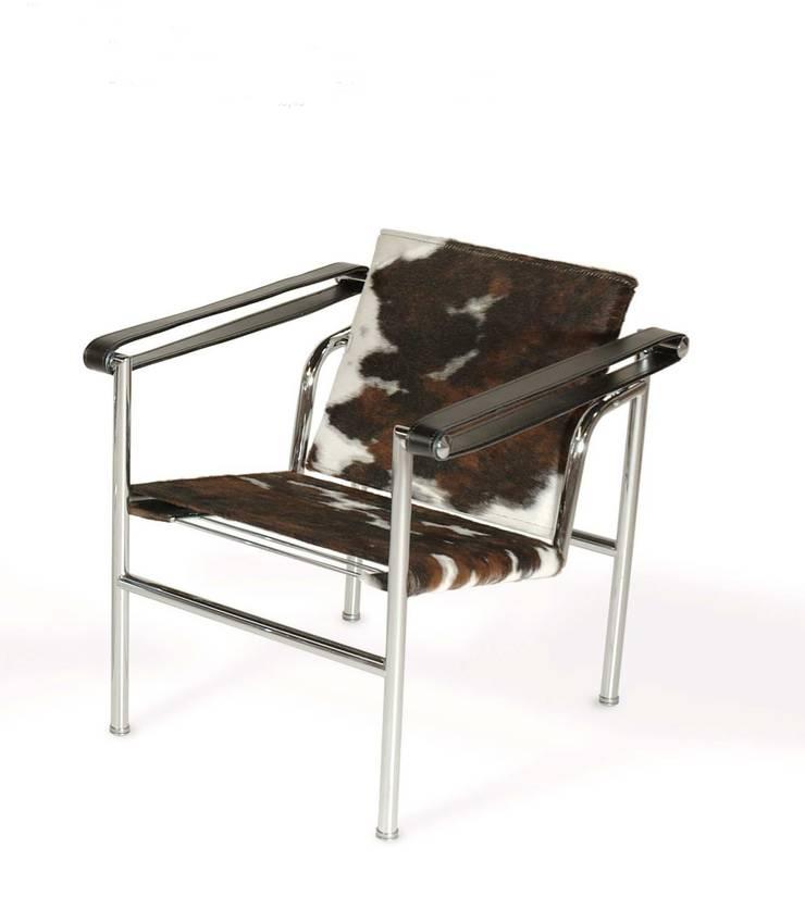 Silla LC1 Basculant Le Corbusier Pony: Salones de estilo  de Ámbar Muebles