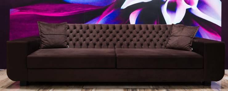Bond:  Living room by Hconcept Interiors London Ltd.
