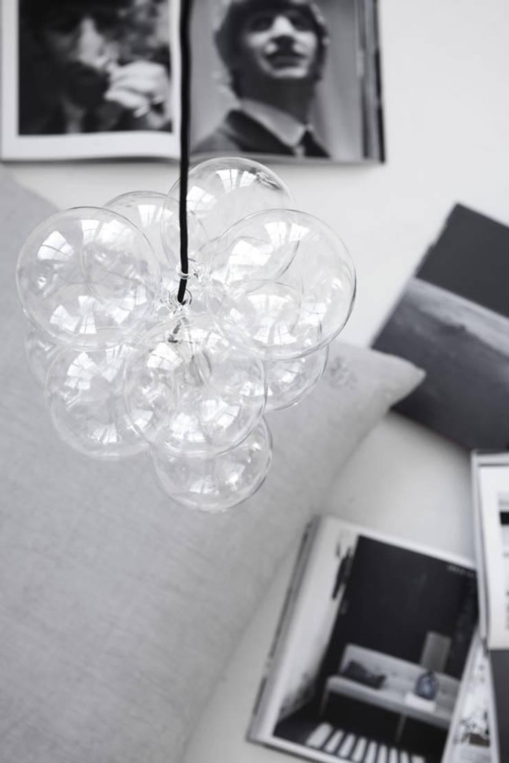 Cluster pendant light by House Doctor de An Artful Life Moderno