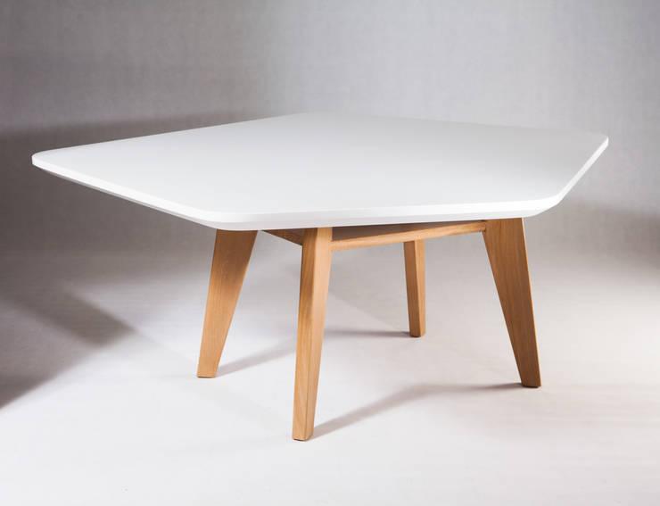 table Jean: Bureau de style  par Studio Janréji