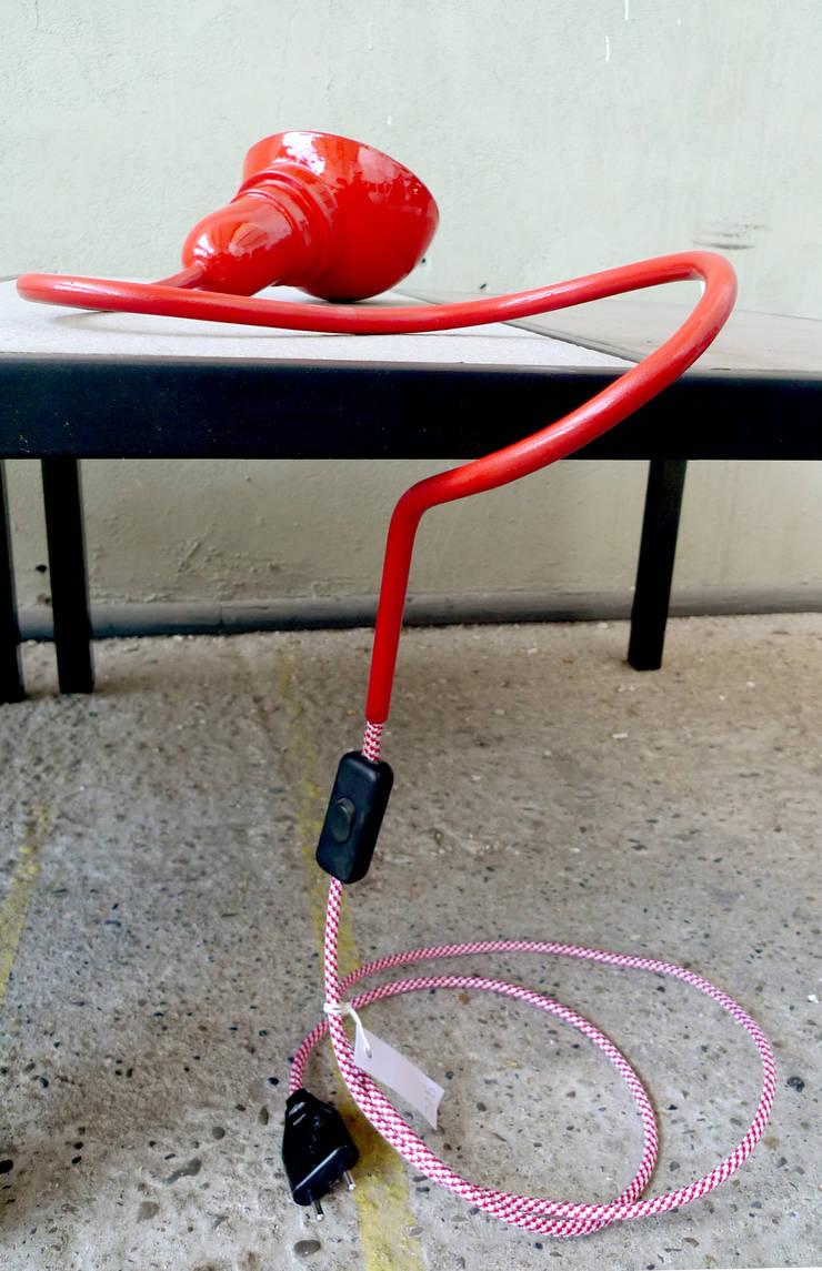 Lampe rouge à poser:  de style  par contact164