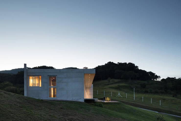 Casa HLM: Casas  por Boa Arquitetura