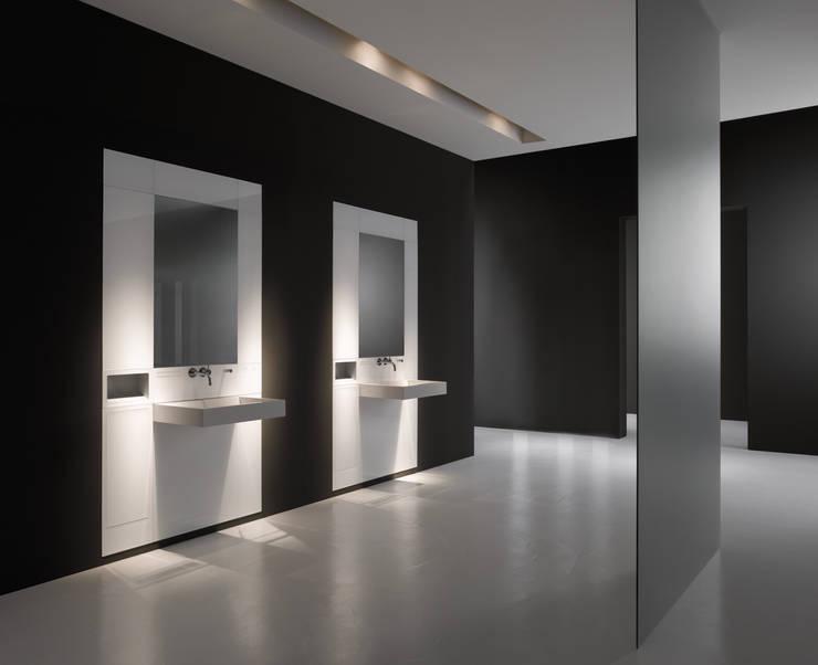 Banheiro  por HEWI Heinrich Wilke GmbH