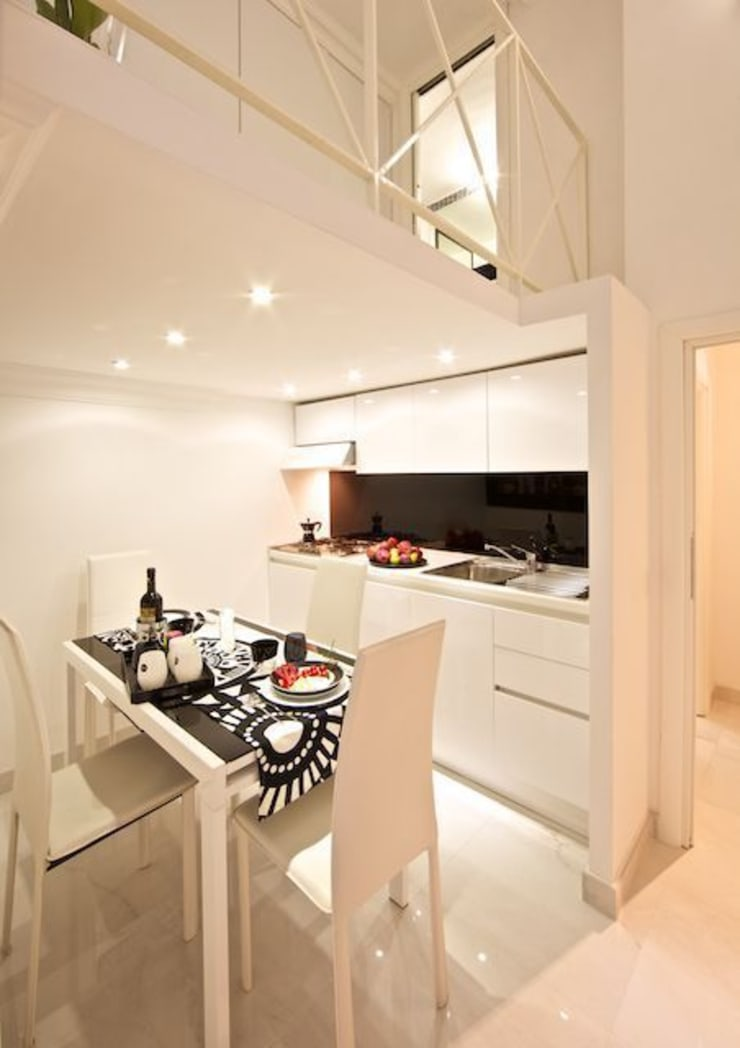 Kitchen and dining area: Case in stile  di Pavart SRL,