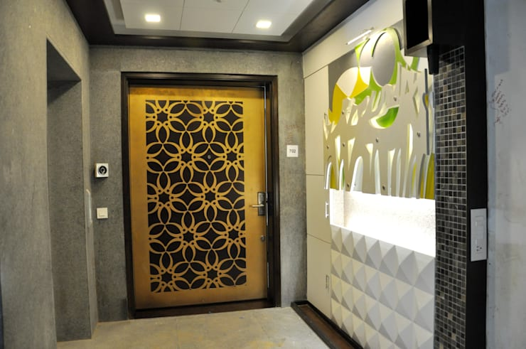 Main Door Entrance Design:  Living room by malvigajjar