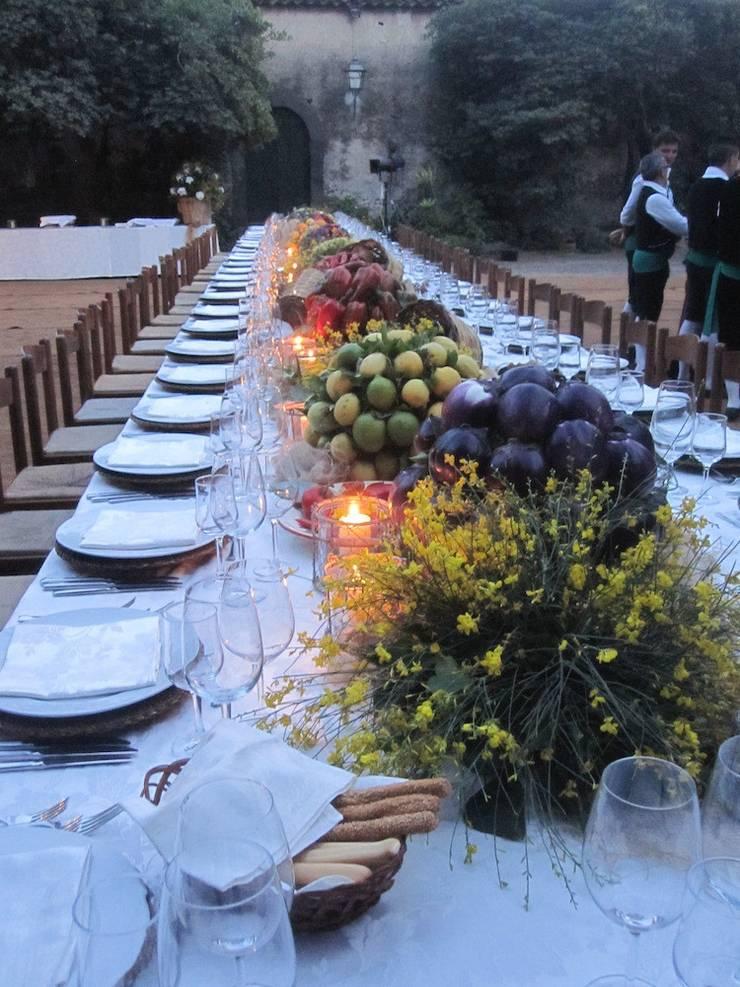 Tavolo country:  in stile  di michelangelo finocchiaro, Rustico
