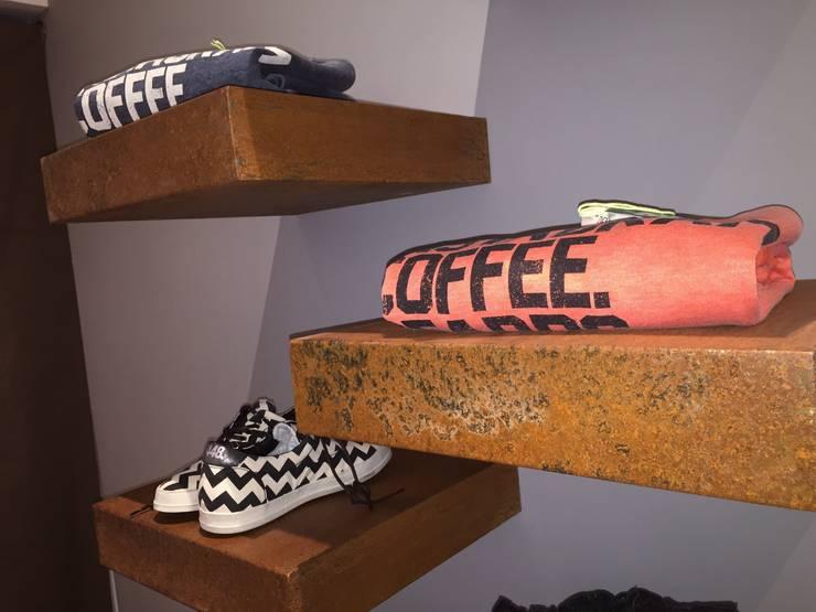 Capurso Boutique – Andria – 2014: Negozi & Locali Commerciali in stile  di Giuseppe Strippoli Designer