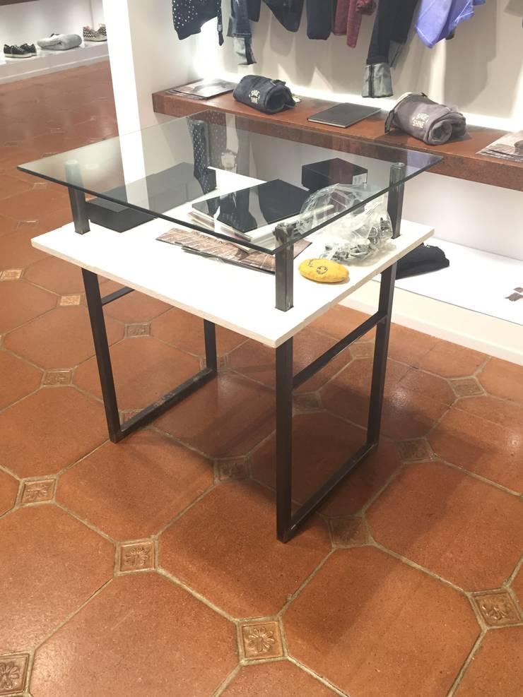 Capurso Boutique - Andria - 2014: Negozi & Locali Commerciali in stile  di Giuseppe Strippoli Designer