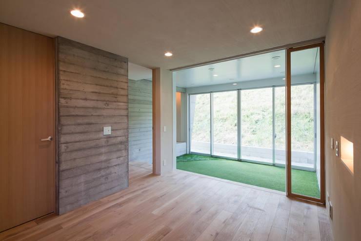House in Fuji: LEVEL Architectsが手掛けた家です。