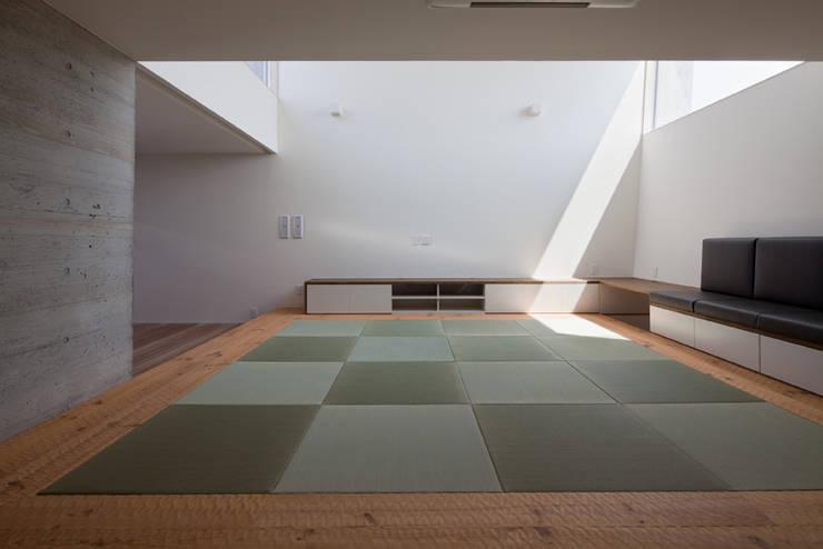 House in Fuji: LEVEL Architectsが手掛けた和室です。