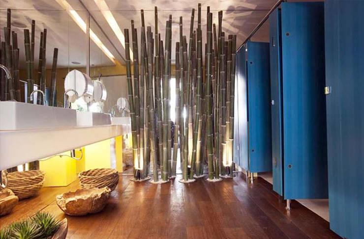 Banheiro Masculino - Casa Trio :   por Rozânia Nicolau Arquitetura & Design de Interiores,