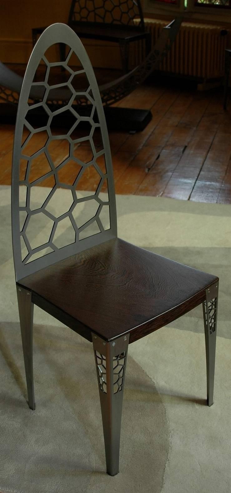 """table """"macassar"""": Salle à manger de style  par Philippe lachaise"""