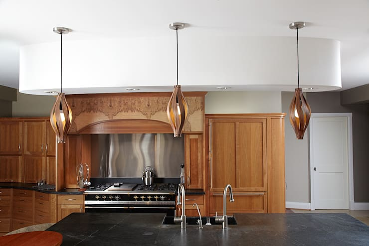 Cocoon Pendant light:  Living room by MacMaster Design