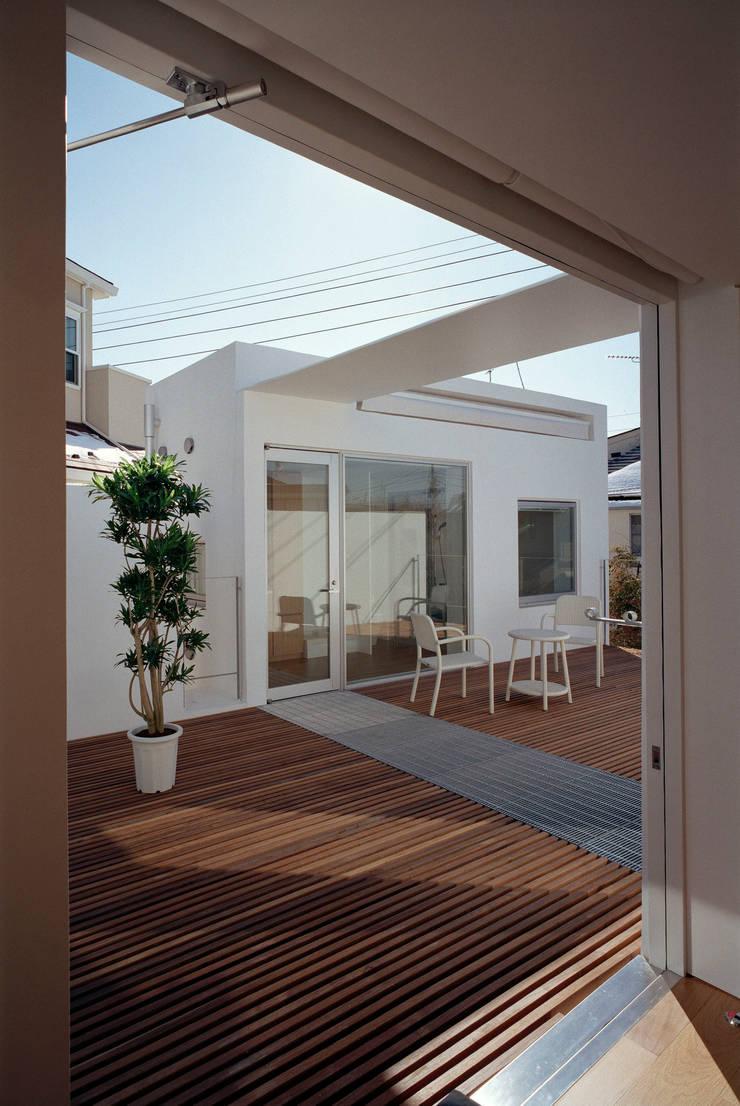 Roof terrace: 浅井アーキテクツ一級建築士事務所が手掛けたです。