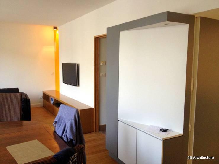 Maison H02: Salon de style  par 3B Architecture