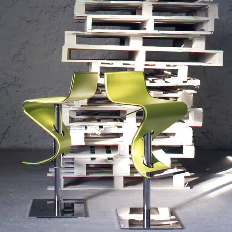 Tampa Stool: Cucina in stile  di www.sedie.design,