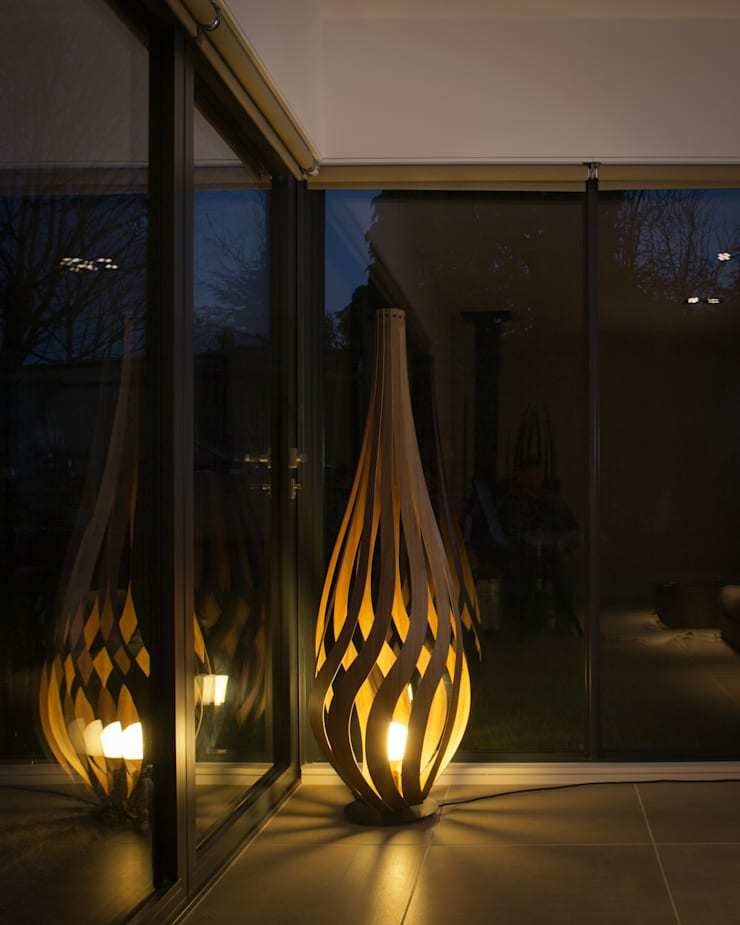 Tulip Floor Light:  Living room by MacMaster Design