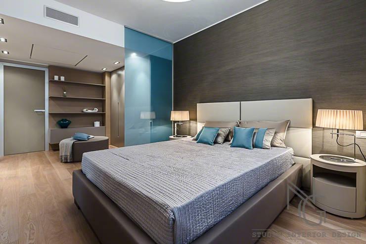 NG-STUDIO di San Remo : Camera da letto in stile  di ArchitPhoto, Moderno