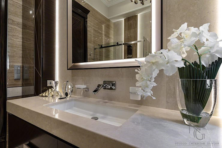 classic Bathroom by ArchitPhoto