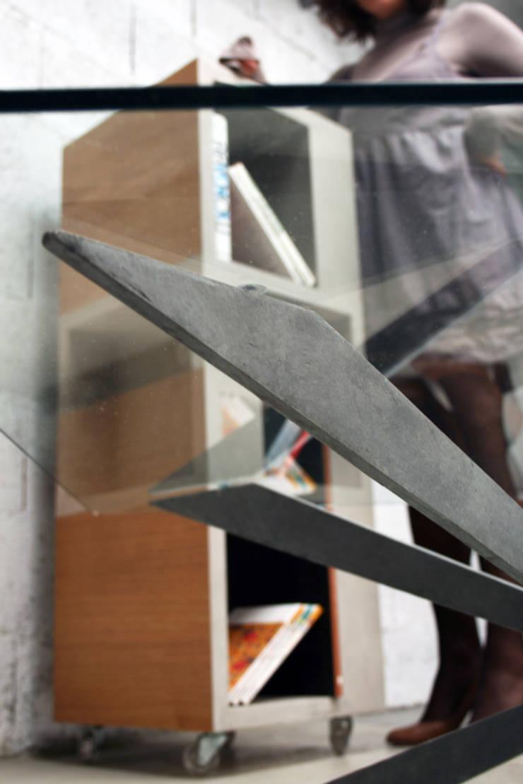 Table basse béton ciré (concrète coffee table): Salon de style  par Auzier design studio