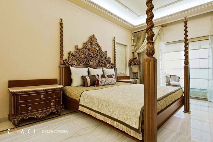 Master Bedroom:   by Zaaci Picture Company