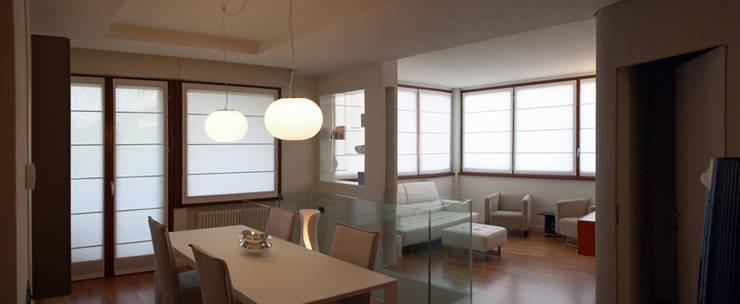 Casa GO: Sala da pranzo in stile  di Pier Maria Giordani Architetto, Moderno