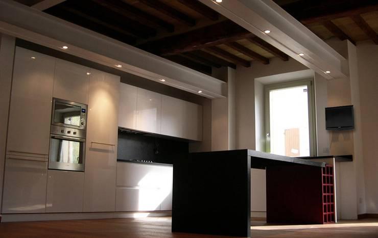 Casa Manconi: Case in stile  di Pier Maria Giordani Architetto