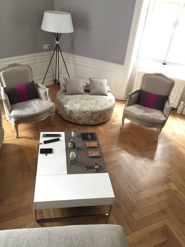 Projet de décoration d'interieur d'un appartement haussemannien : Salon de style  par Agence Al Dentro