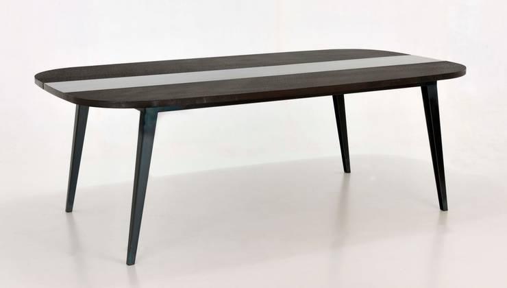 Table M « Malko choco »: Maison de style  par ATELIER MARTIN BERGER