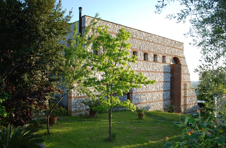 La cinta muraria: Case in stile  di MARTINI RUGGERI & PARTNERS