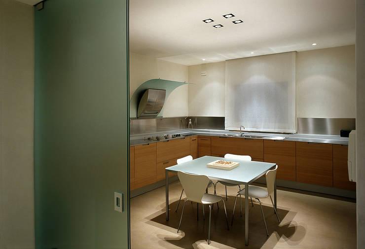 Villa Garattoni: Case in stile  di Stefano Zaghini Architetto, Minimalista