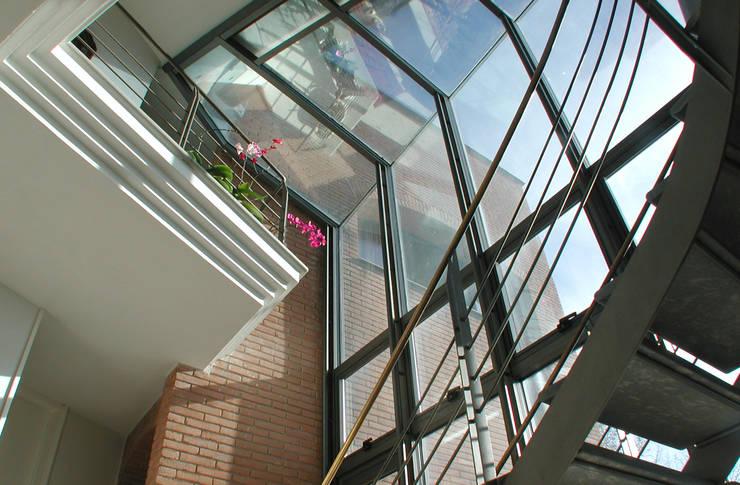 Scorci interni: Ingresso & Corridoio in stile  di MARTINI RUGGERI & PARTNERS