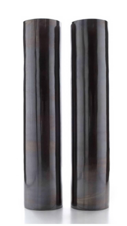vaso tube nero ceramica: Soggiorno in stile  di passione creativa