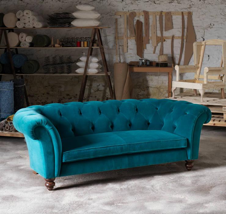 Wesley-Barrell Cokethorpe sofa:  Living room by Wesley-Barrell