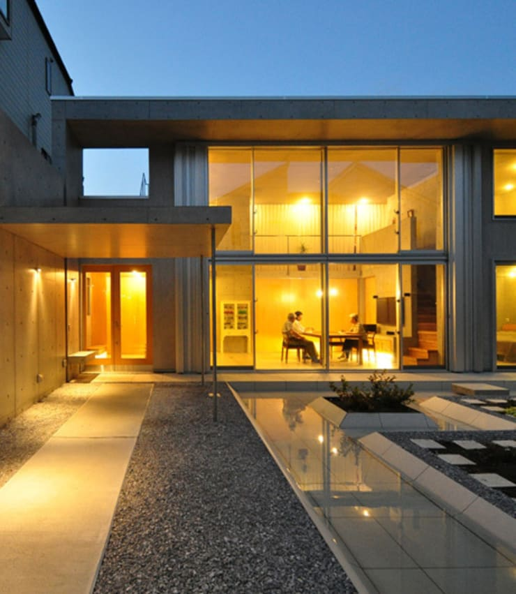 囲み庭の家: mcjaが手掛けた家です。