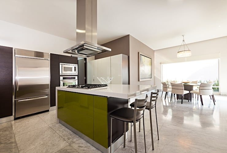 modern Kitchen by Arq. Bernardo Hinojosa