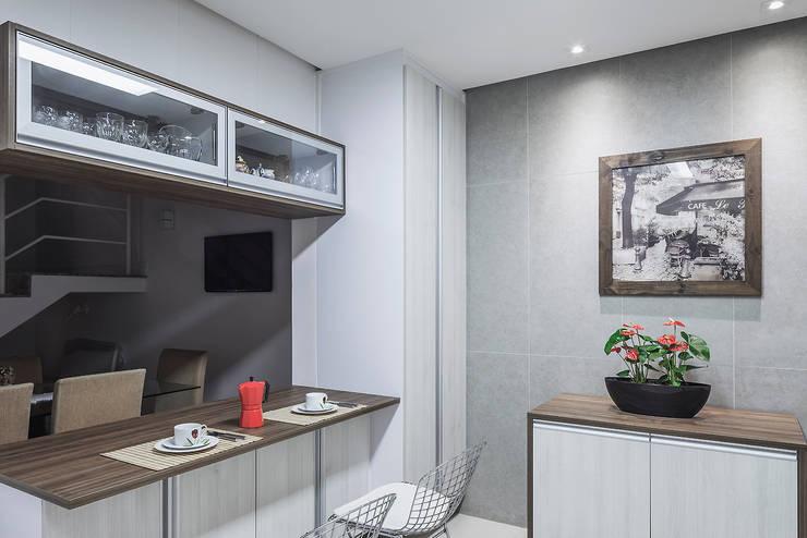 Cozinha: Cozinhas modernas por Lúcia Vale Interiores